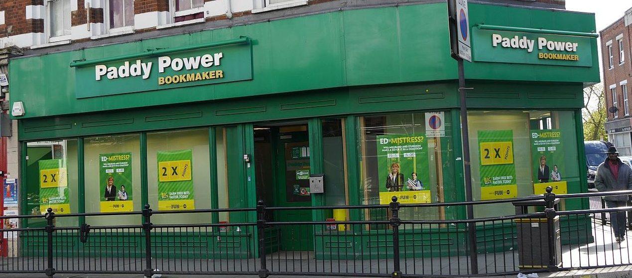 Paddy Power Wettbüro in der North End Road, London