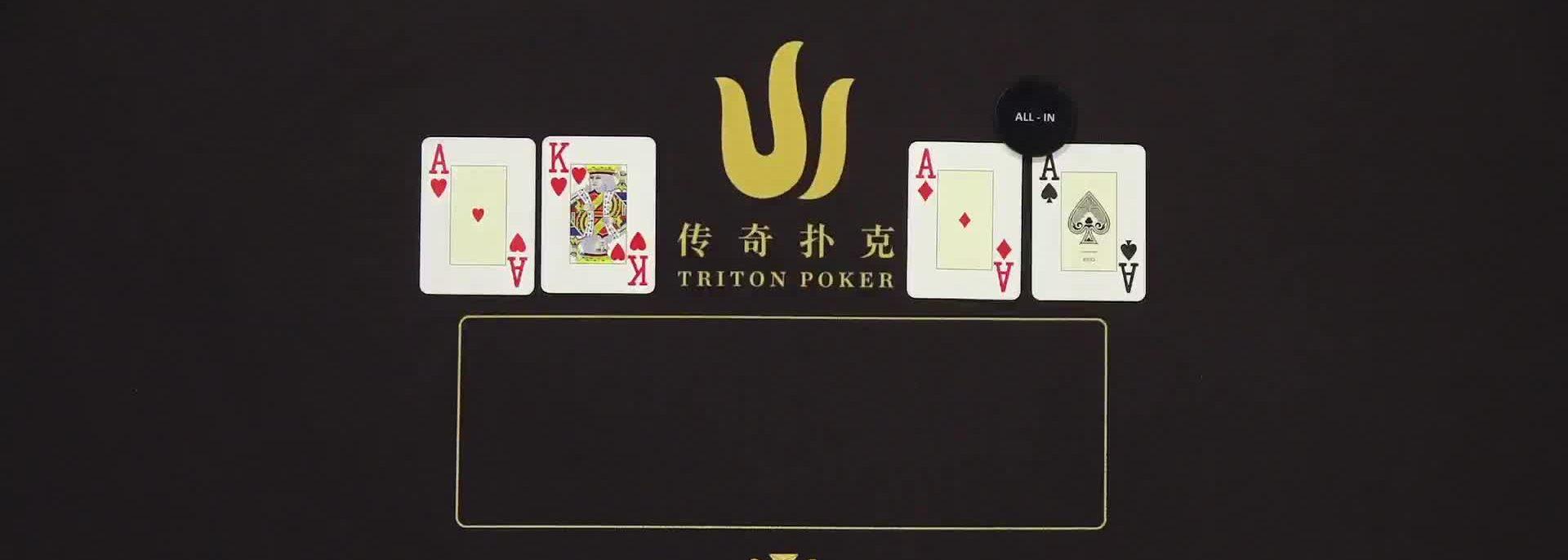 Spielkarten auf einem Pokertisch