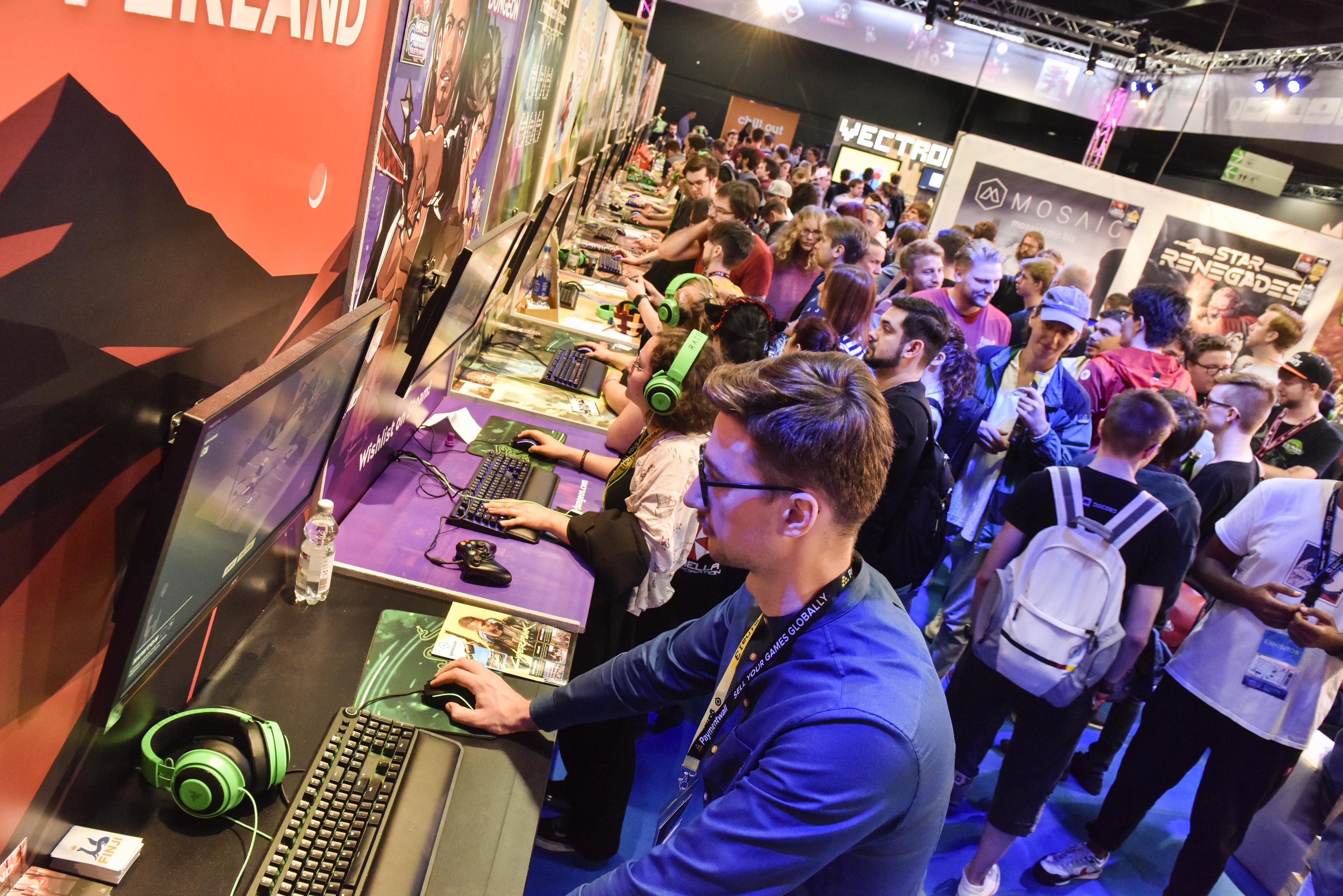 Gamescom 2019: Besucher im Indie Village