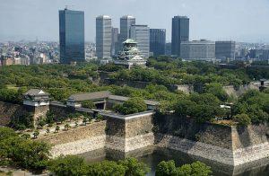 Osaka Schloss Hochhäuser im Hintergrund