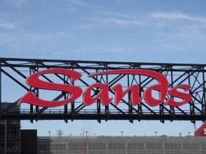 Sands Logo auf Brücke