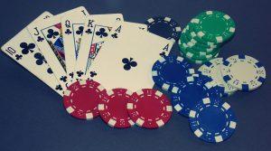 Poker Spielkarten und Casino Chips