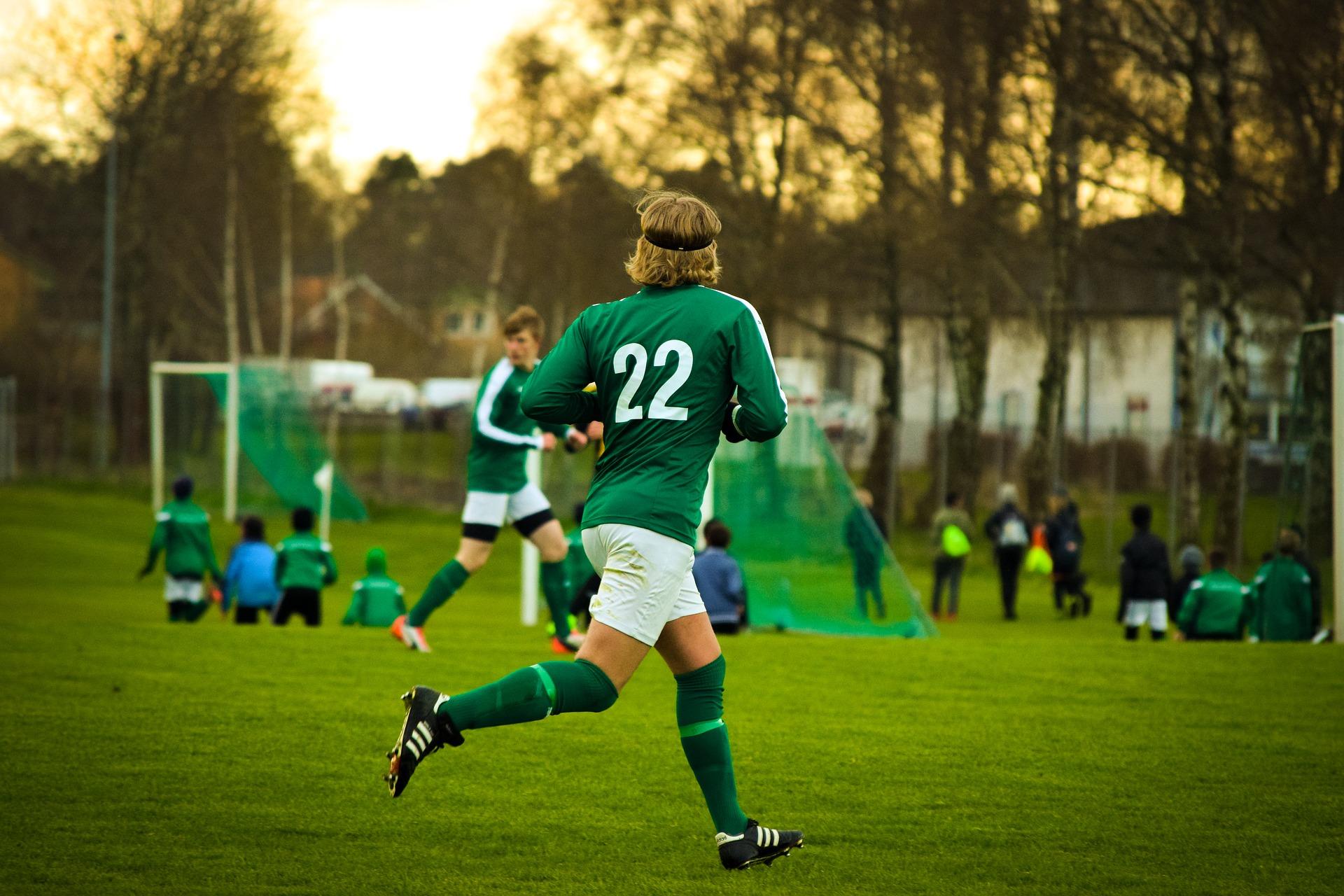 Fußball, Rasen, Jugendlicher