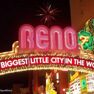 Reno Eingangsschild Beleuchtung bei Nacht