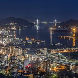 Nagasaki bei Nacht, Hafen, Meer, Lichter