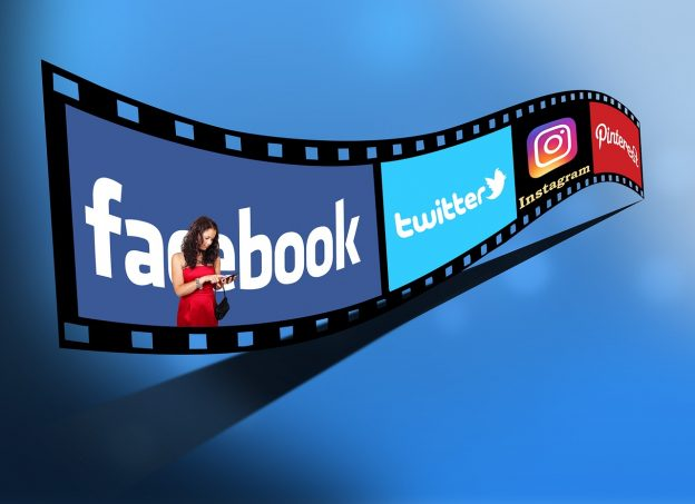 Film, Frau mit Handy, soziale Medien, Logos