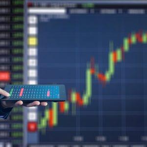 Mann im anzug, Tablet, Börse