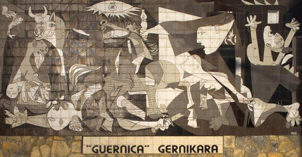 Nachbildung von Picassos Bild Guernica, Kacheln als Wandbild in der Stadt Guernica