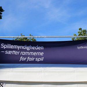 Spillemyndigheden Banner draußen