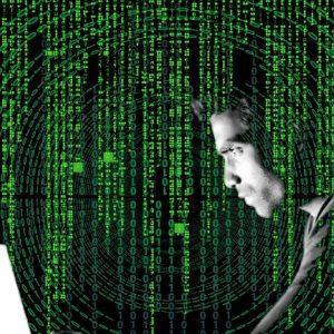 Symbolbild Hacker vor Computer