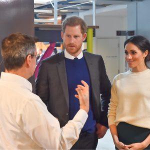 Harry und Meghan bei einem Unternehmensbesuch