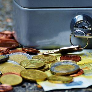 Eine Geldkassette und Geld