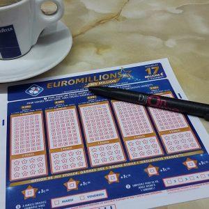 Tasse, Stift, Euromillions Tippschein