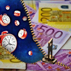 Euro Geldscheine und Uhren