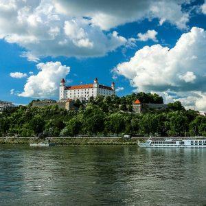 Die Donau und Burg in Bratislava