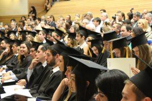 Studentinnen und Studenten, Hörsaal