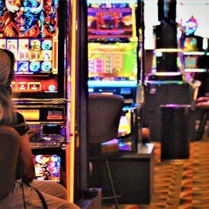 Frau, Spielautomaten