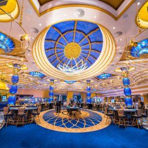 Casino, Leuchten, Spieltische