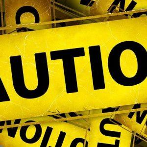 Caution-Zeichen in Englisch