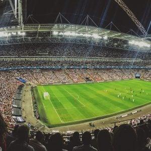 Fußballstadion mit Menschenmenge