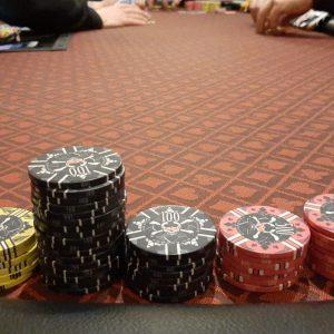Chips, Pokertisch, Hände, Karten