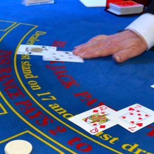 Spieltisch mit Dealer
