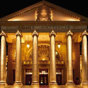 Spielbank Wiesbaden, Gebäude mit Säulen
