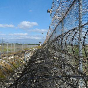 Gefängnis Stacheldraht