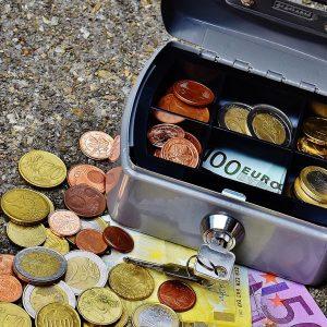 Geldkassette und Bargeld