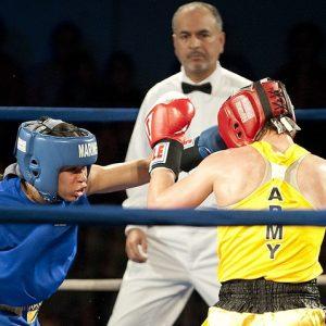Zwei Frauen im Boxring