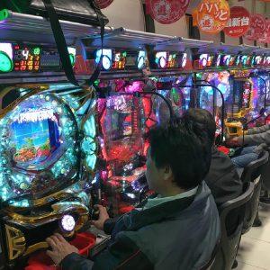 Pachinko Automaten in Pachinko Halle Japan