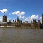 Glücksspiel in Großbritannien: Oberhaus fordert 66 Gesetzesänderungen