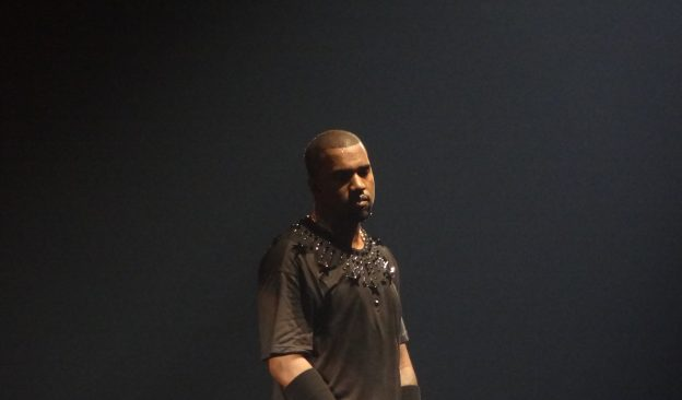 Kanye West auf einer Bühne
