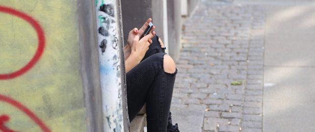 Jugendliche, Handy, Mädchen mit Handy