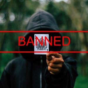 Mensch mit Kapuze, Spielkarte, Banned