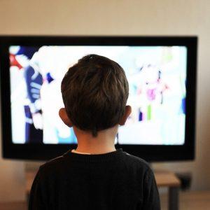 Junge, Fernseher