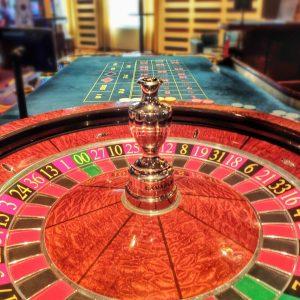 Ein Roulettetisch in einem Casino