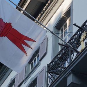 Basel-Landschaft Regierungsgebäude mit Flagge des Kantons