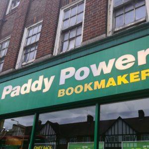 Paddy Power Bookmaker Buchmacher Geschäft von außen