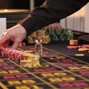 Croupier im Casino, Spielbank