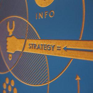 Hand mit Schraubenschlüssel, Strategy