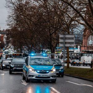 Deutscher Polizeiwagen mit Blaulicht