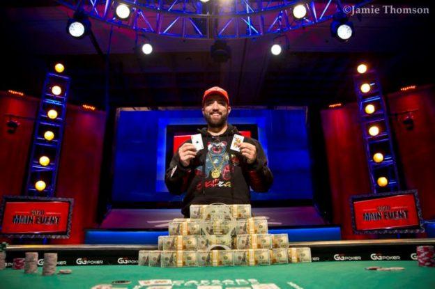Joseph Hebert, Geldscheine, Karten, Spieltisch
