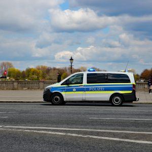 Polizeiauto auf Straße
