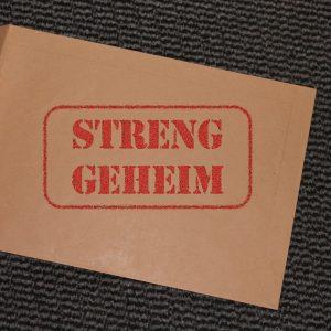 Streng Geheim Stempel auf Paket Umschlag
