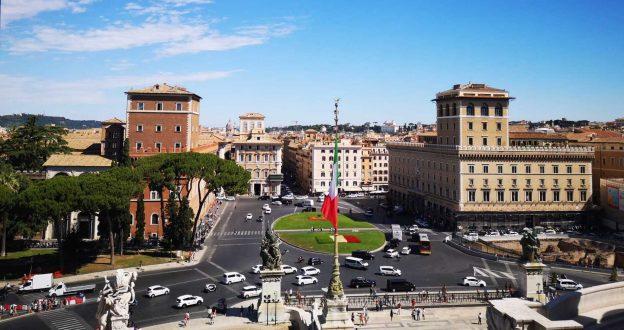 Rom PIazza Venezia italienische Flagge