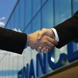 Handschütteln zweier Personen