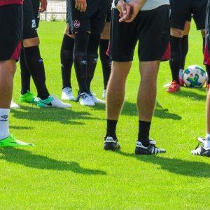Fußballer Beine Rasen Fußball