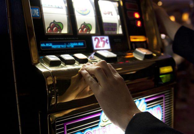 Spielautomat, Hand
