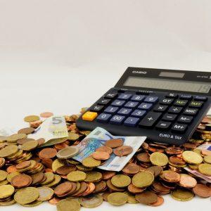 Taschenrechner auf Bargeld
